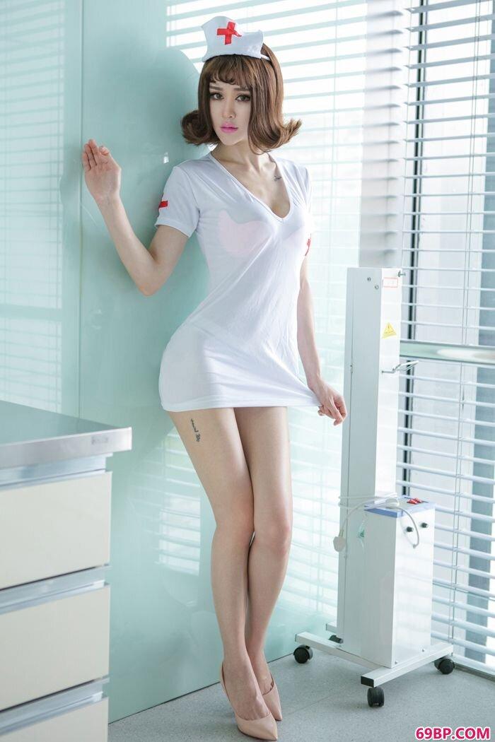 美丽模特青树诱惑护士装美胸藏不住_人体艺术图片欣赏