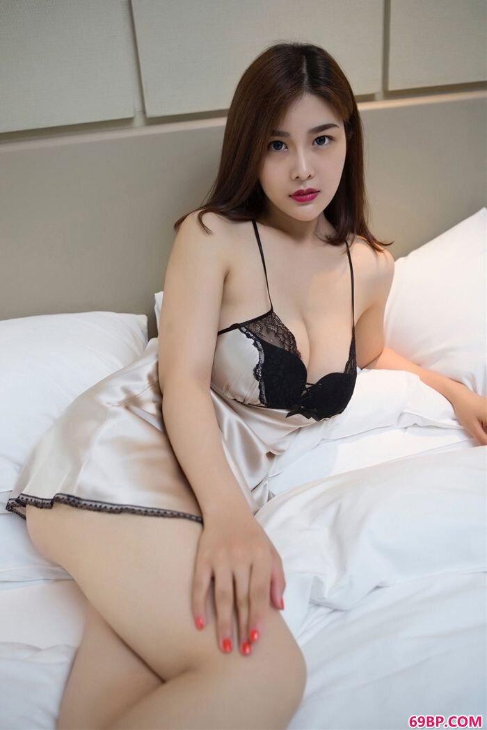 精品校花闫盼盼身着柏芝制服胜柏芝_在宾馆和老情人全程露脸