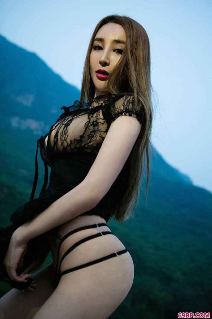 靓女溪甜美丽外拍各种姿势各种迷人_女子撒尿高清棚拍艺术