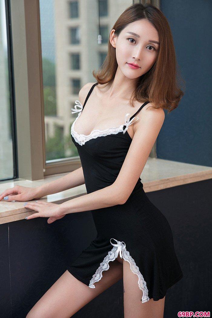 尤物思思蕾丝泳装缕空露美胸肥臀_亚洲顶级大胆艺术