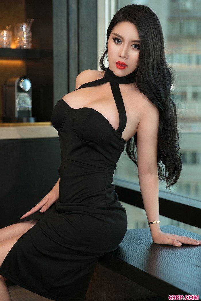 尤女郎可蕊娜爆乳翘臀尽显熟女风情_XXX18~21