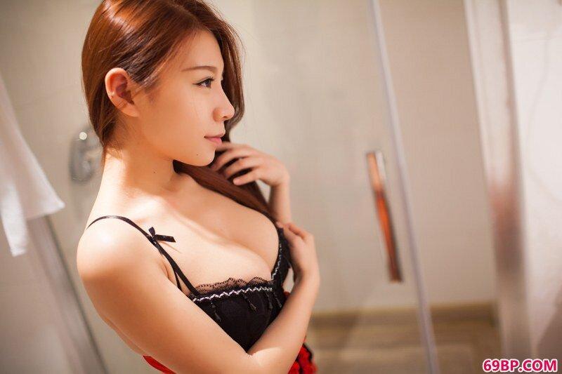 推女郎嘉宝贝儿黑丝情趣秀豪乳美臀_泰国美女