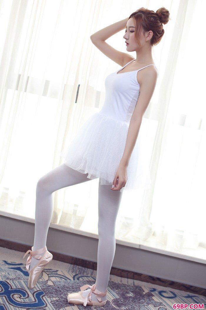 北方尤物M梦baby制服芭蕾终极诱惑_大人体西西人体艺术