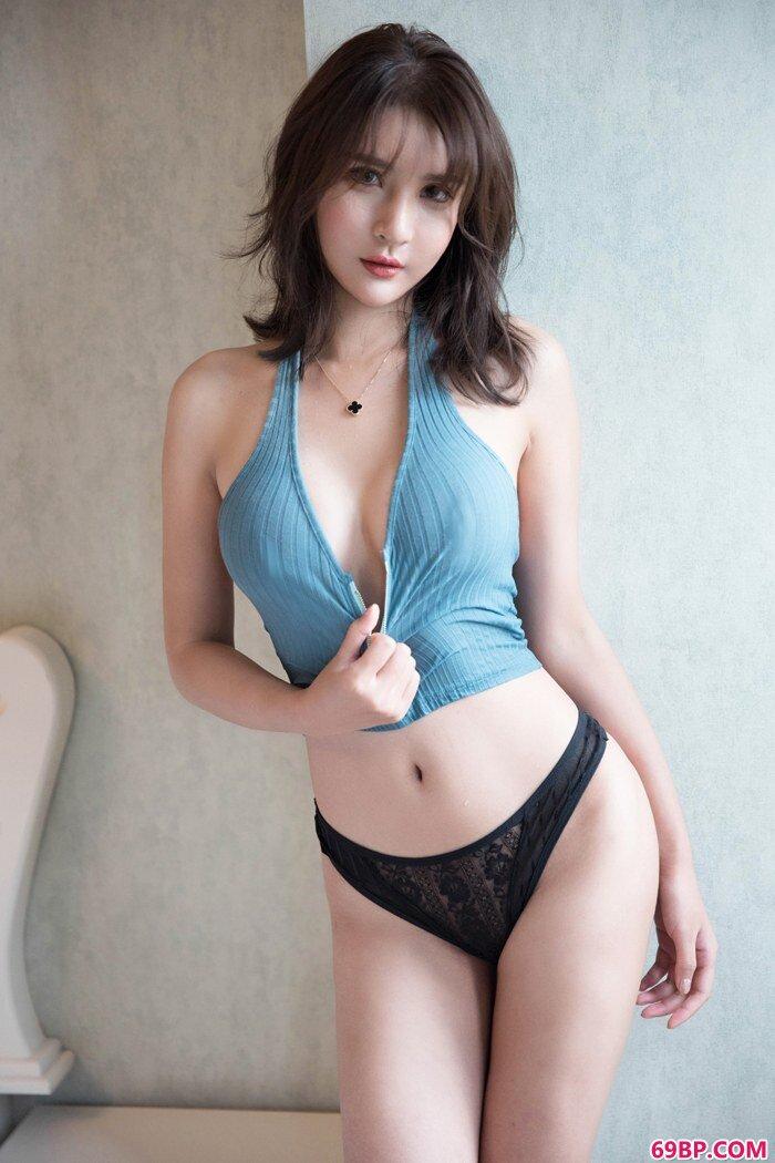 绝色嫩模尹菲解衣露胸呈现浪女胴体_华裔女子大战六个黑鬼pmp4