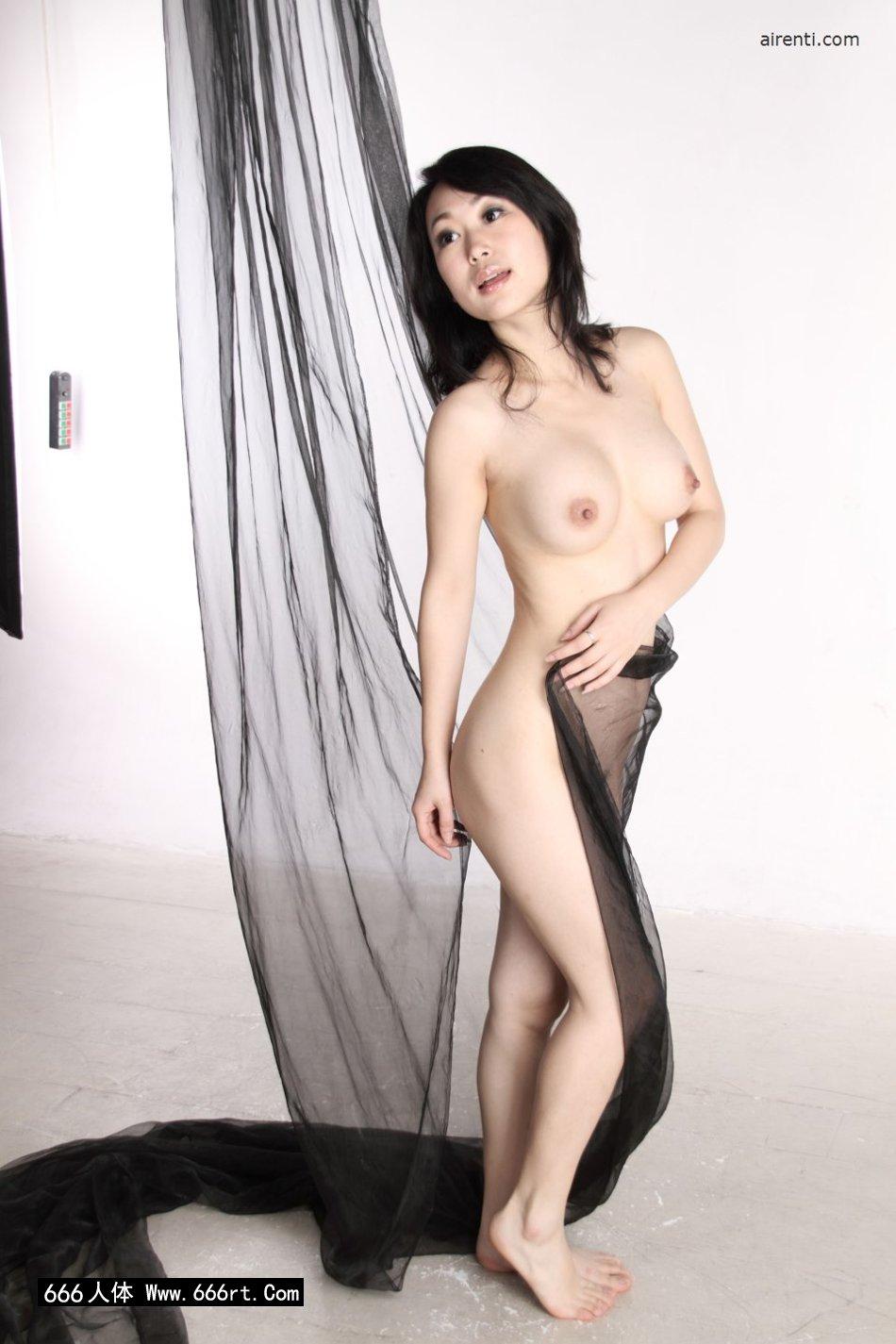 室拍黑纱缠体的白嫩熟妇苏蕾