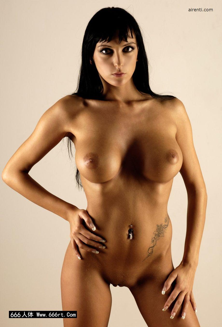 室拍丰润大尺度的人体美模Elvira