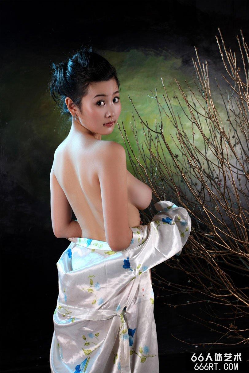 粉嫩的美苞14p_裸模丫头09年情人节室拍人体合集