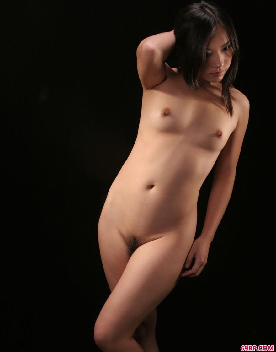 嫩模陈凡室拍甜美人体_西西人体模特88大尺度