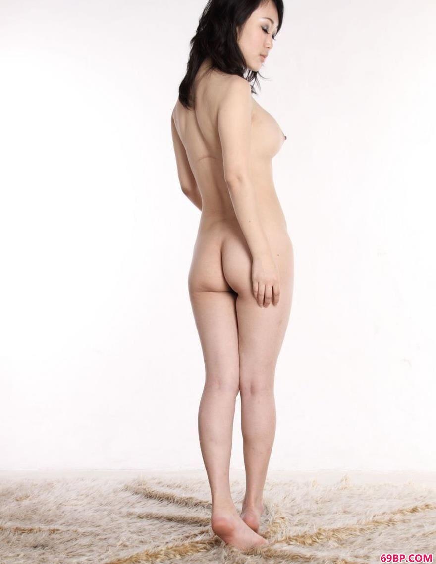 罗体照片_美模苏蕾羊毛毯上的勾人美体