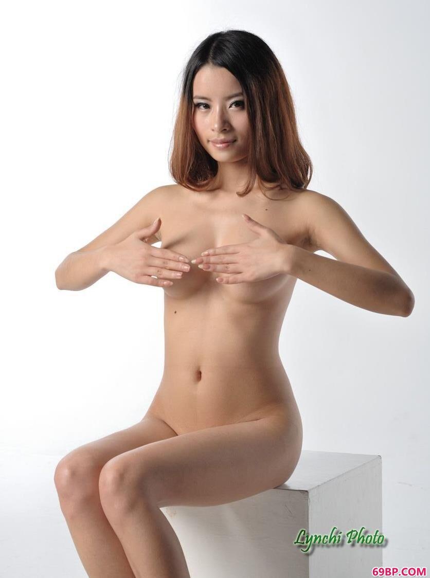 名模怡香图片棚里的可人人体