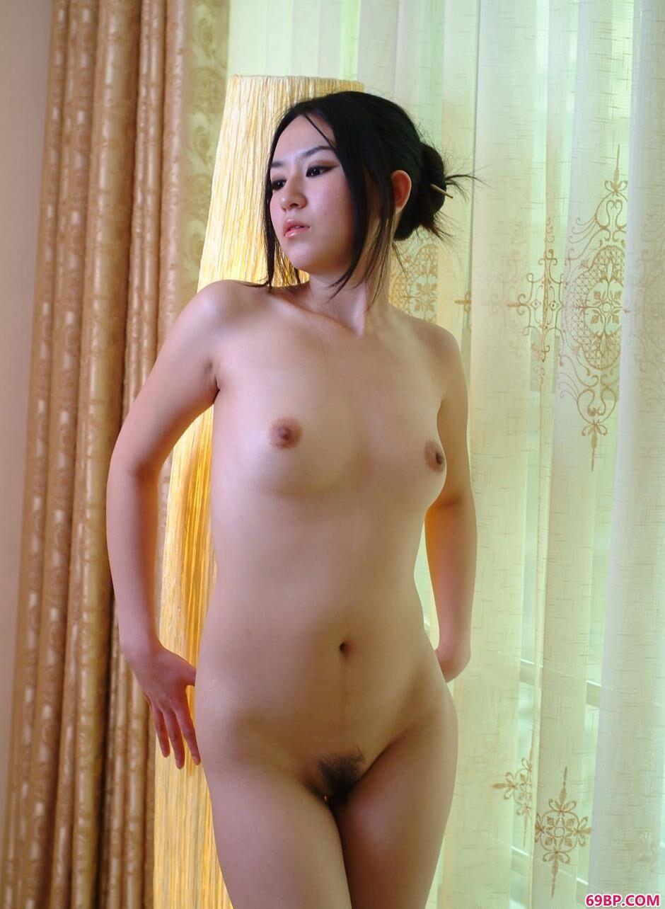 中国诱惑_名模杨芳阳台前的美丽人体