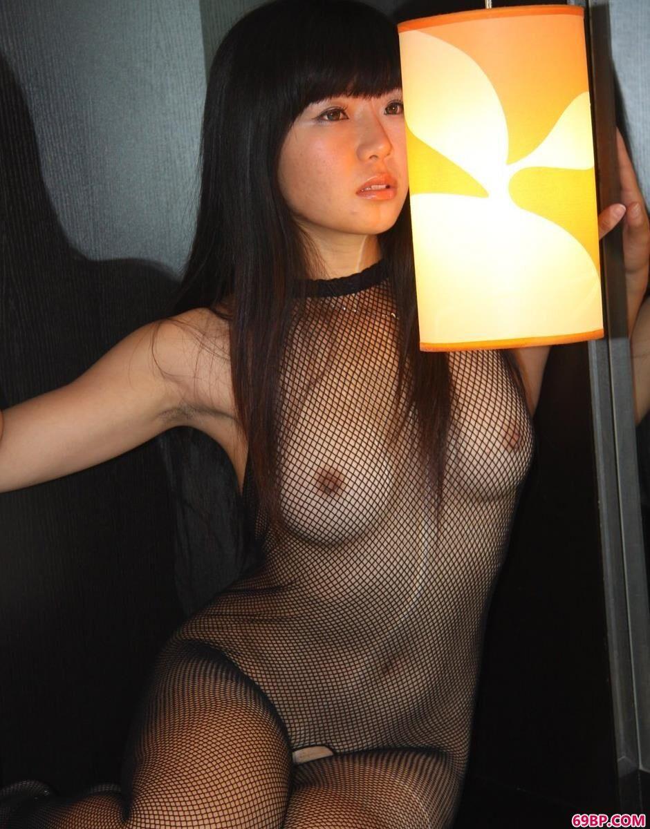 裸模小Y大床上的透明袜衣人体