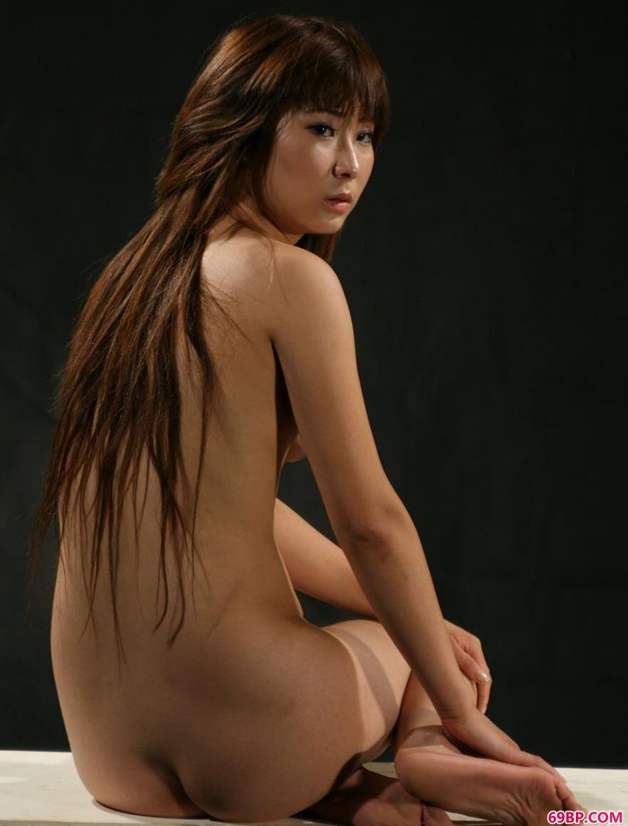 美人依娜在深圳小黑屋里的大尺度人体,gogo人体艺术阴