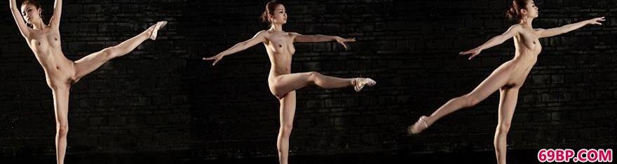 嫩模贝贝室拍妩媚舞蹈人体_俄罗斯14一16姓女
