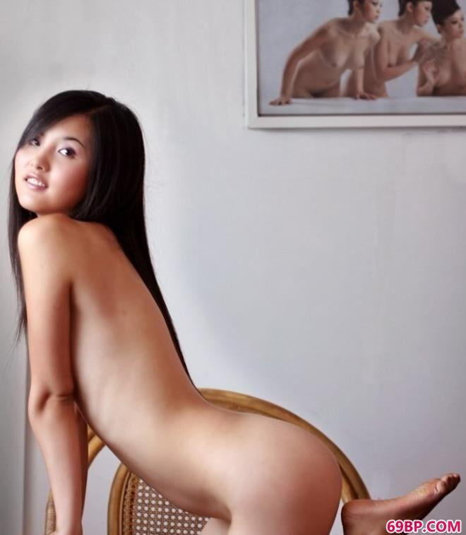 名模湘湘工作室内椅子上的性感人体