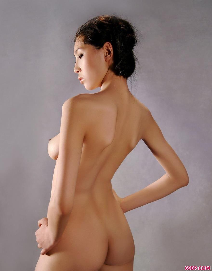 室内人体裸模薇薇骨感的美1_真人性做爰