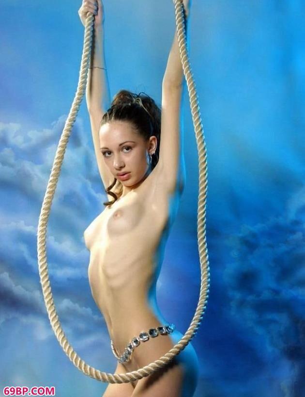 俄罗斯超模可妮莉雅室拍吊绳人体