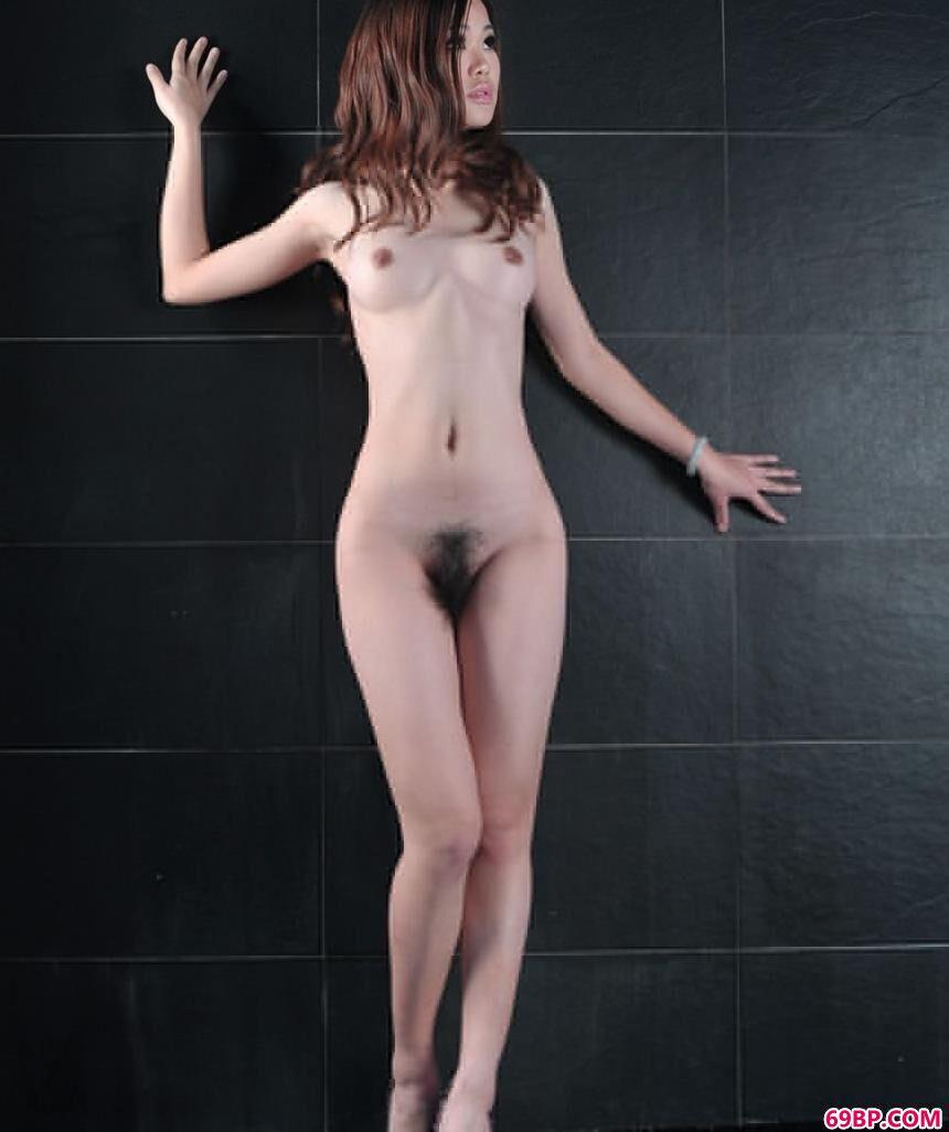 嫩模飘飘浴室内的大尺度人体_好硬好湿好爽再深一点动态图