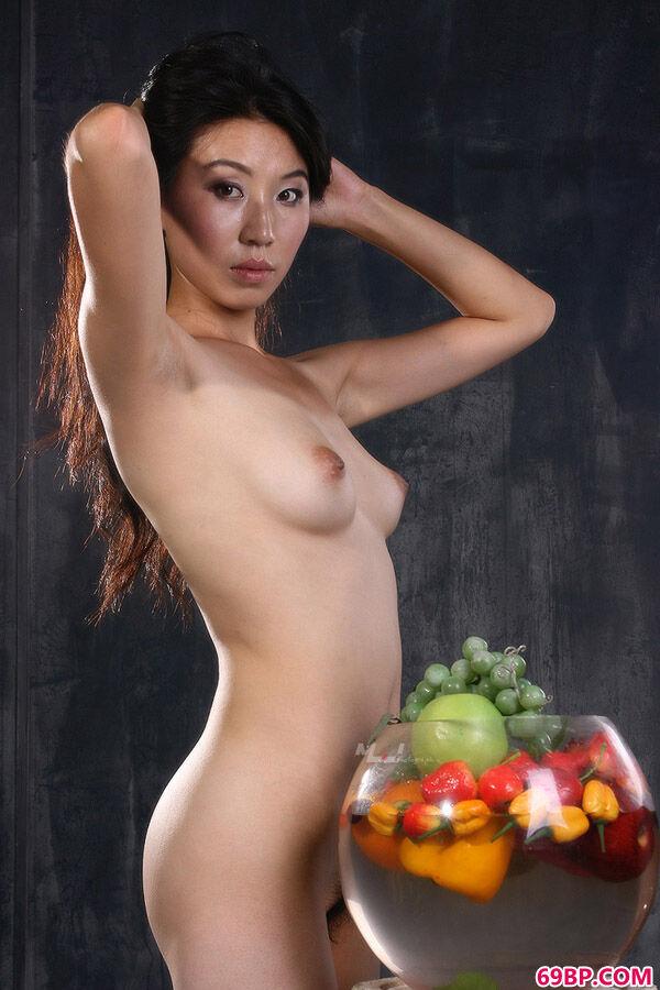 韩国人体艺术图片之《水晶葡萄》,香港早期女星人体艺术图片