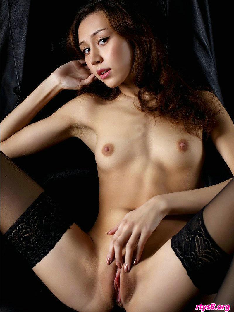 美�G尊贵的�w俏佳人Sakura室拍人体