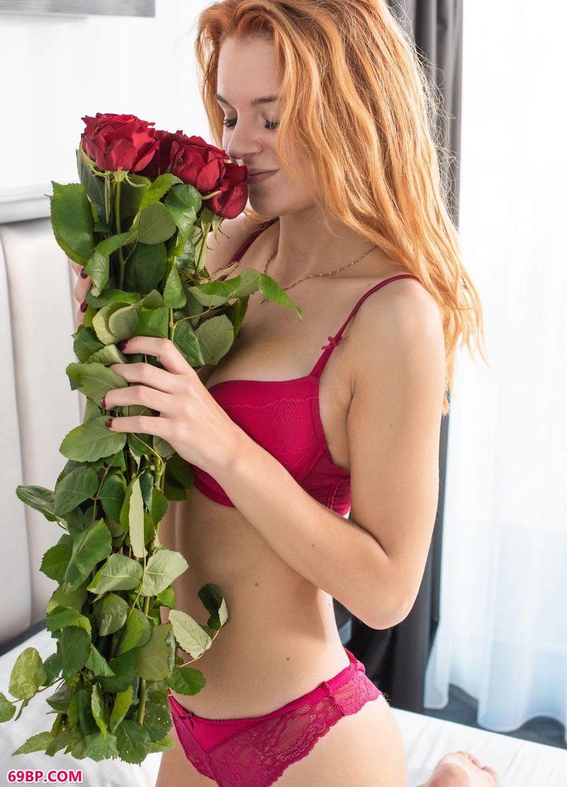 收到鲜花的女人Ingrid