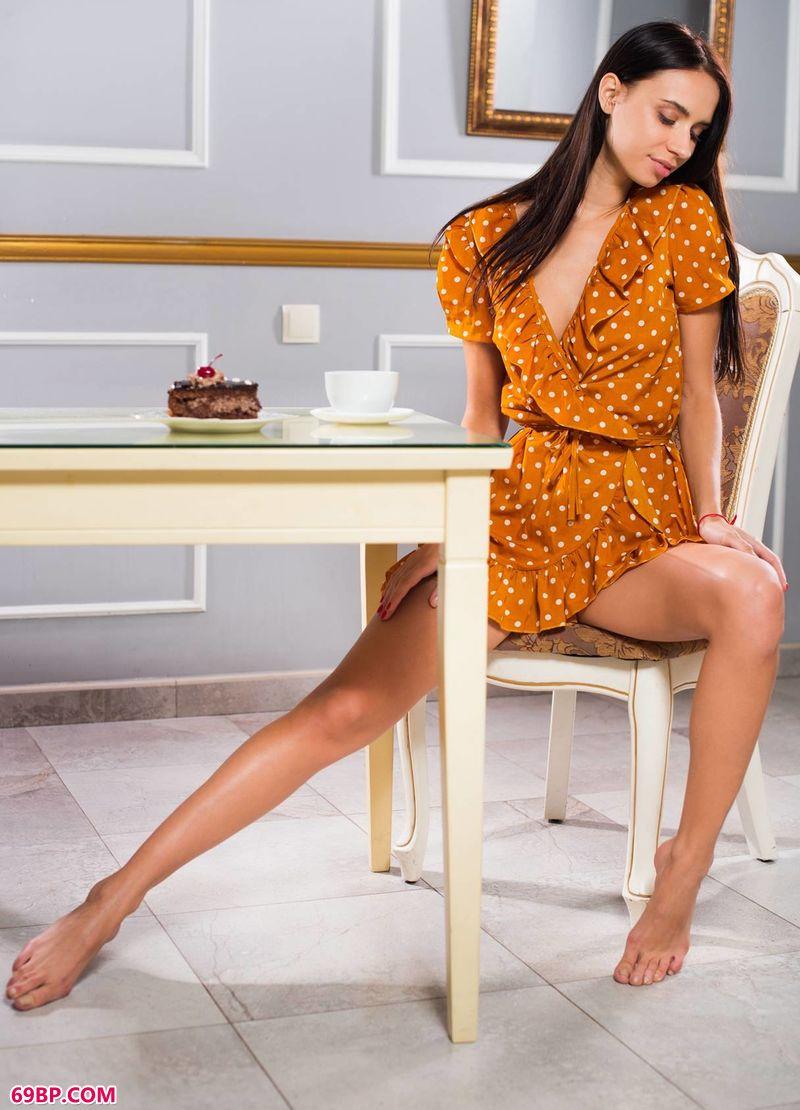 成熟的俄罗斯美女毛茸茸_苗条时尚美体Dita