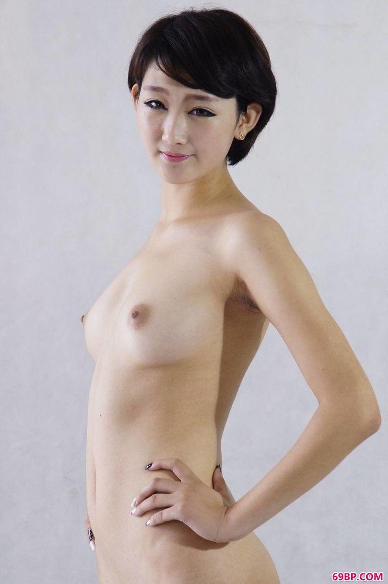 室拍中的嫩模萌萌_女人�体图片